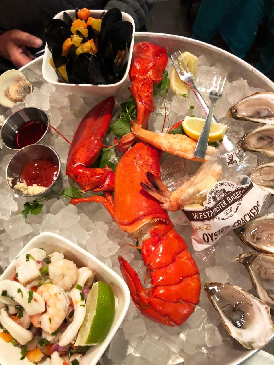 Hank's Oyster Bar - Seafood Plateau