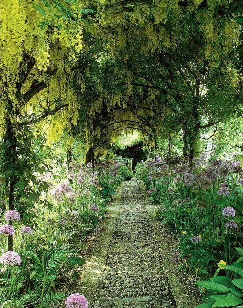 secret garden - archway path