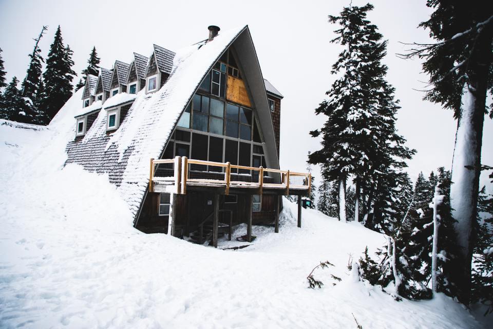 building-bungalow-cabin-2479632