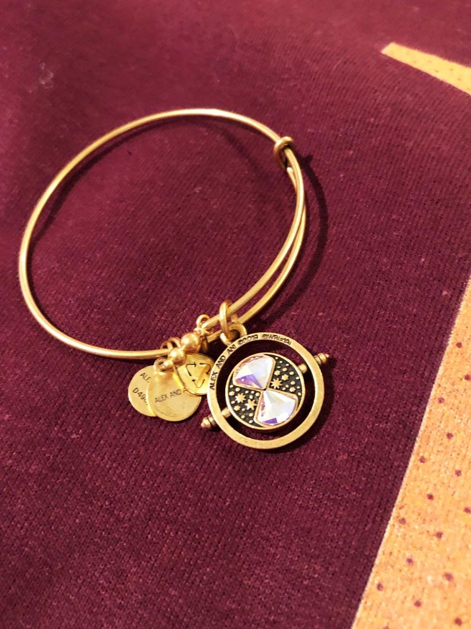 Weasley Sweatshirt + Time Turner Bracelet 1