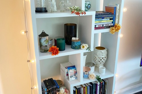 Fall-Bookcase-Decorating