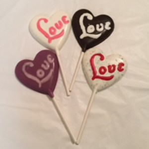 chocolate-lollipop-love-written-on-hearts
