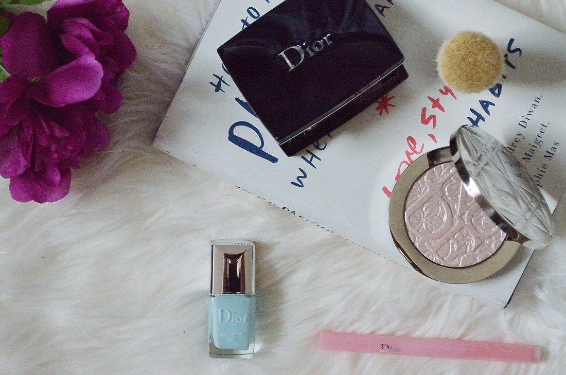 The Dior Nude Air Illuminating Powder is a stunning powder from the limited edition 2016 Spring Glowing Gardens collection - an absolute showstopper!