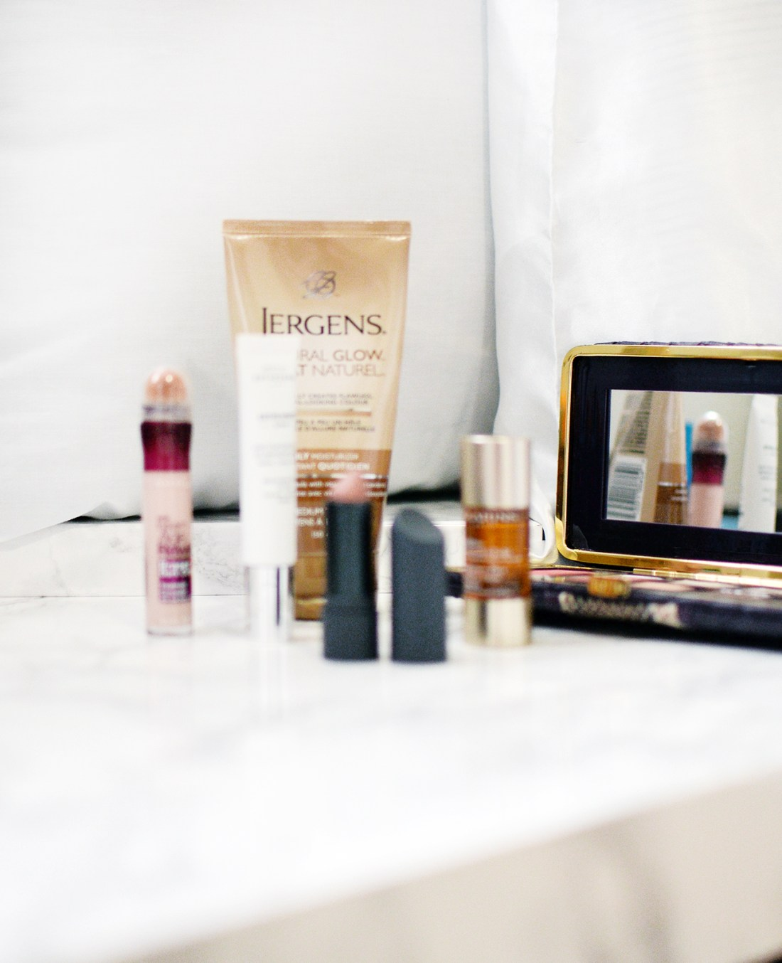 At the barest hint of spring (or any seasonal change for that matter), it signals a time for a makeup change-up. If you've followed or read my blog for some time, you'll know that it takes a lot for me to change up my routine. I'm all about finishing what I already have open before opening a new product because I like to keep my makeup stash as sanitary as possible! But the warmer weather that we had throughout February simply meant a need to bring out some new products and colours!