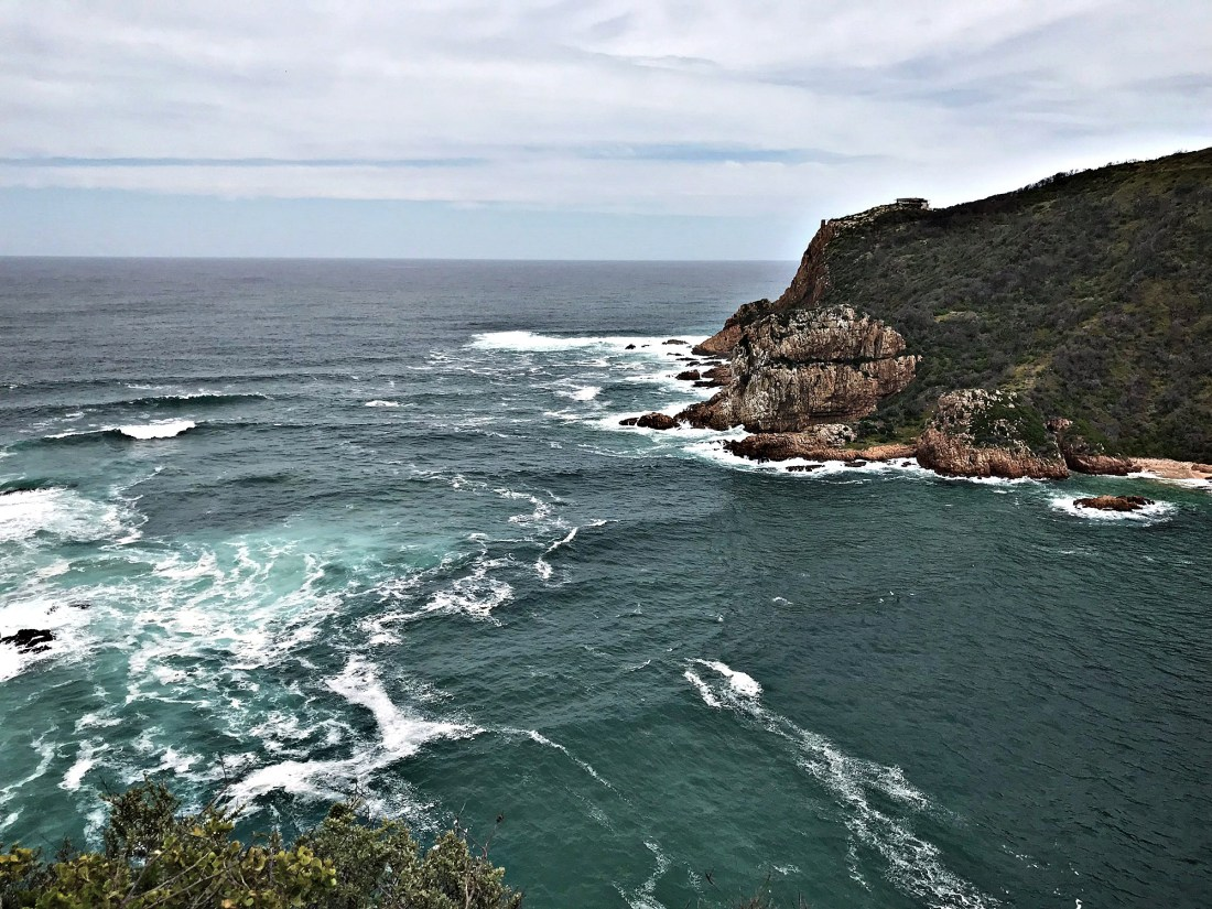 Knysna - my base for the week of Garden Route roadtrip! If you want to explore South Africa beyond the Cape Town or Joburg, here's the ultimate guide to renting a car in South Africa for visitors!