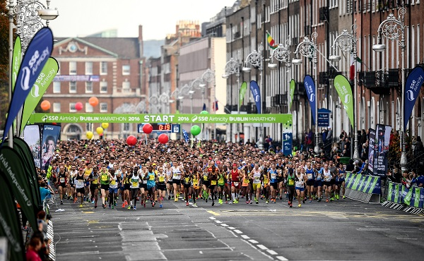 30 October 2016; Competitors start during the SSE Airtricity Dublin Marathon 2016 in Dublin City. Photo by Stephen McCarthy/Sportsfile