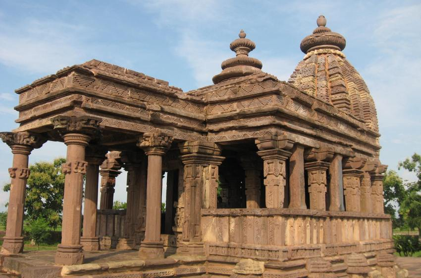 A GOND FORT, A BRANCH OF TETHYS SEA & OLD JAIN TEMPLES AROUND JABALPUR