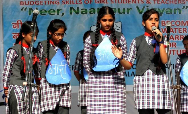 Neer Naari Aur Vigyan