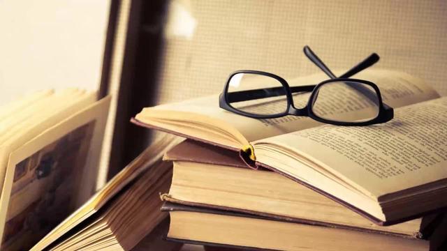 इन किताबों में कुछ तो होता है