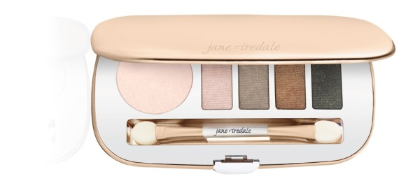 Limited edition Getaway Eye Shadow Kit contained in an elegant rose gold mirrored compact with a dual-ended applicator.