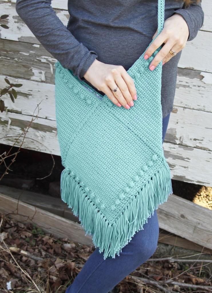 Kagan, an urban crochet bag with fringe!