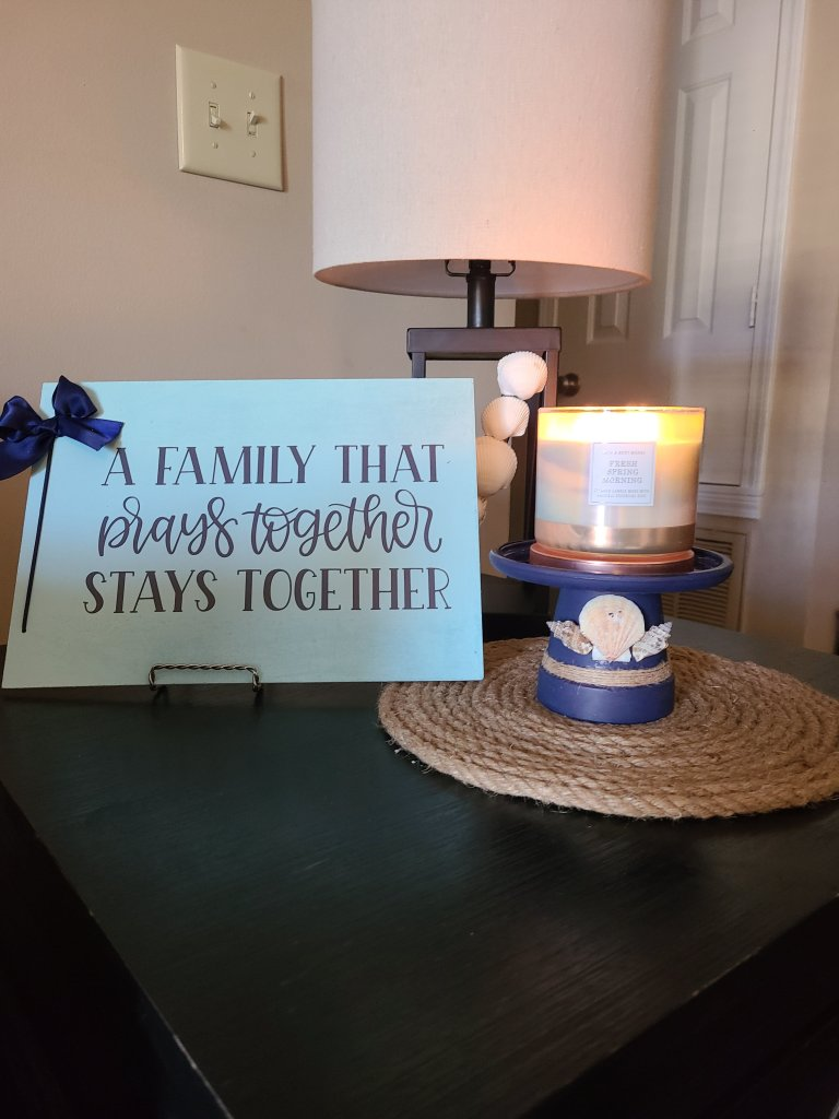 Quick summer vignette version with a family sign.