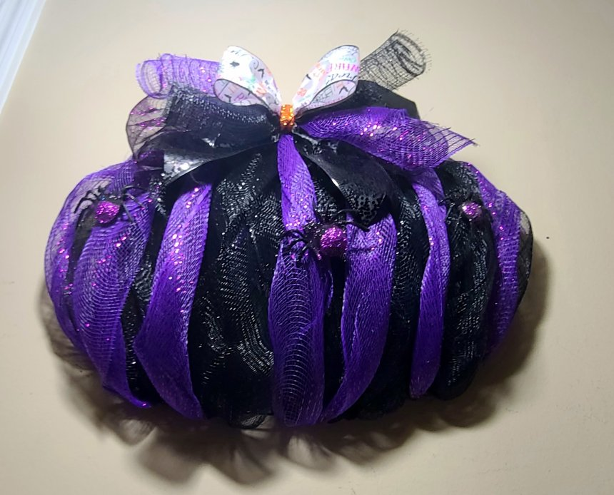 Complete Halloween pumpkin wreath with spiders and without webbing.
