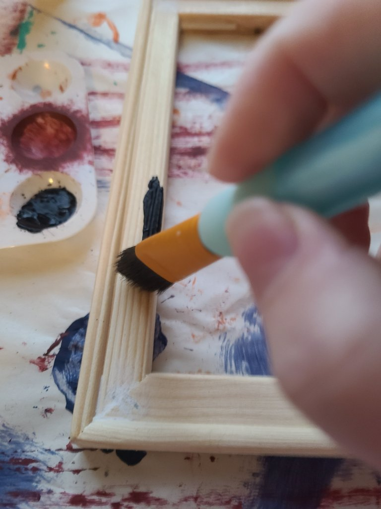 Painting the wood of the frame on the reverse canvas black.