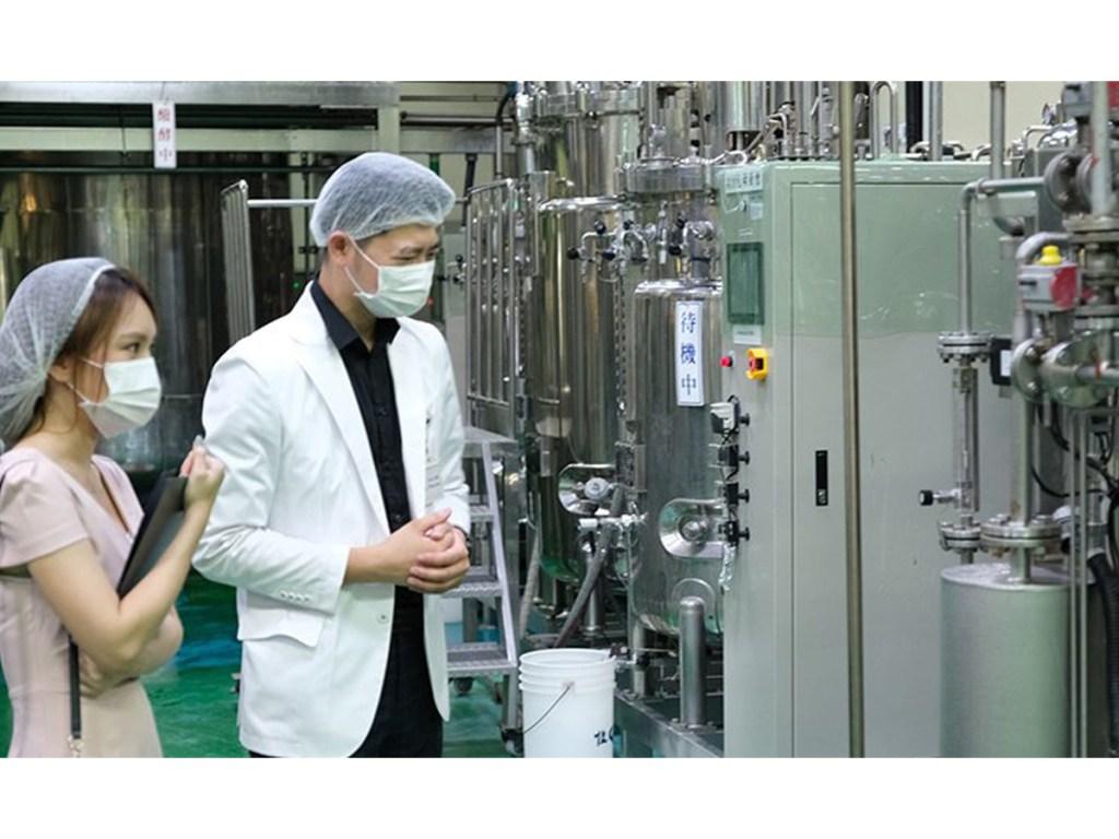 江欣樺營養師提供參觀益生菌工廠的製作現場(江欣樺營養師提供)