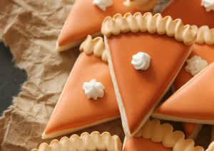 mini-pumpkin-pie-slice-cookies-close-up