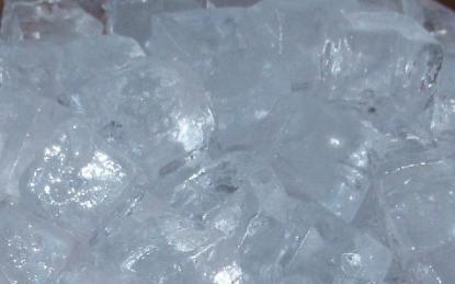 manfaat es batu selain sebagai pelepas dahaga juga bisa menjadi penyembuh