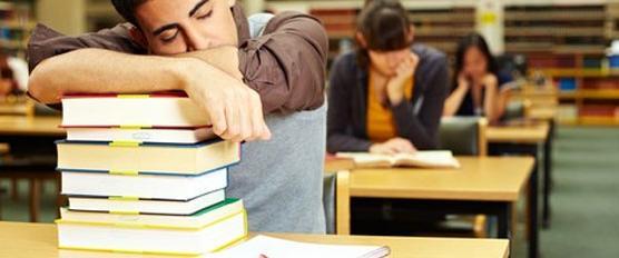 ada banyak faktor yang bisa menjadi penyebab malas kuliah