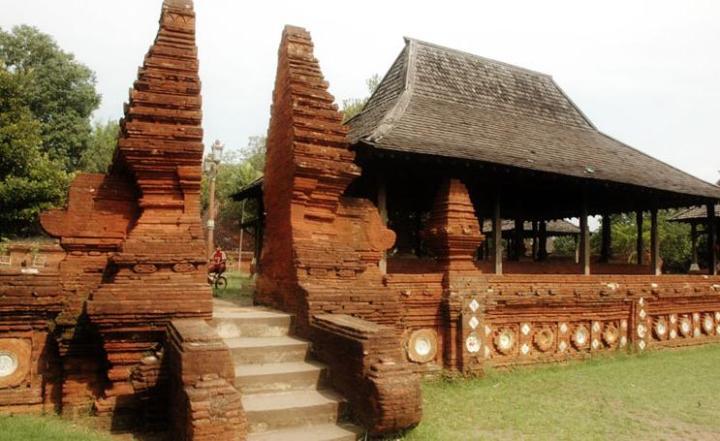 Keraton Kasepuhan - Rumah Adat Jawa Barat
