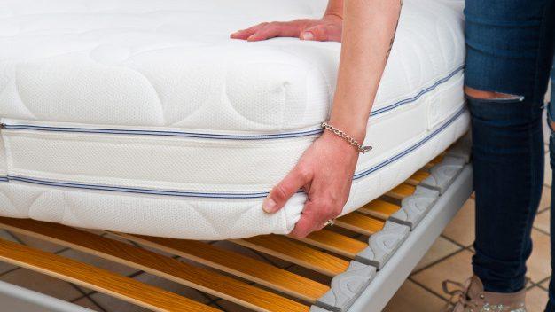 睡覺硬床好還是軟床墊好?很多人都忽略了,睡姿也很重要‼