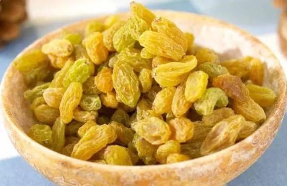 預防皺紋,必吃這3種食物 - 富含微量元素的食物:葡萄乾🍇