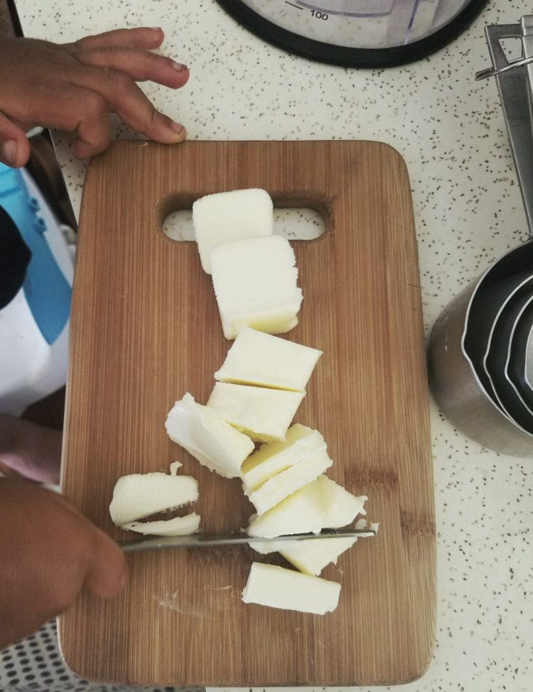 cutting, children, toddler, knife, knife skills, #mykidmadethis, kitchen, learning, life skills