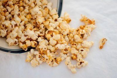 kettle corn: Homemade Kettle Corn... just as tasty as the kettle corn that you get at the fairs, and really easy. #kettlecorn #fairFood #snack