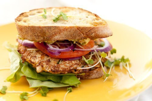 Salads That Work Well With Crab Cakes