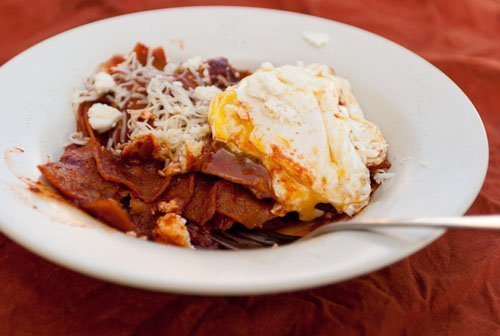 Chilaquiles (aka... breakfast nachos!) #breakfast #nachos #Mexican https://lifecurrentsblog.com
