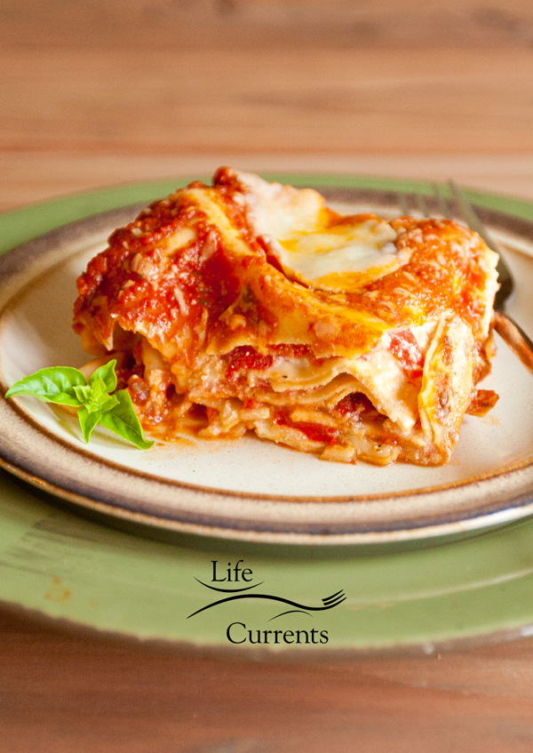 Vegetarian Red Pepper and Fresh Mozzarella Lasagna Recipe #lasagna #comfortFood #vegetarian