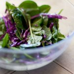 spinach salad with red cabbage