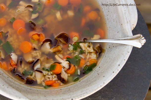 Brown Rice Veggie Soup | Life Currents https://lifecurrentsblog.com Revitalizing and immune-boosting, this tasty soup is nutritious and great as part of a healthy eating plan--- Brown Rice Vegetable Soup #healthy #cleanse #detox