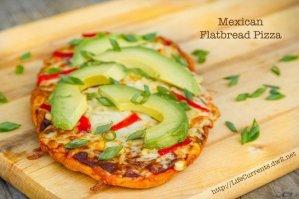 Mexican Flatbread Pizza | Life Currents #vegetarian #pizza #Mexican https://lifecurrentsblog.com