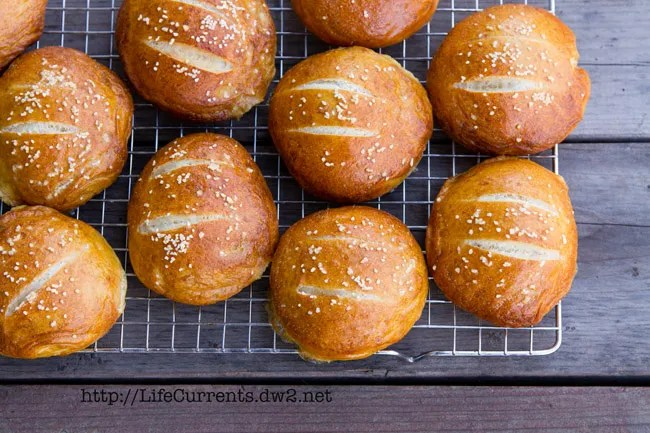 Soft Pretzel Buns | Life Currents http://LifeCurrents.dw2.net
