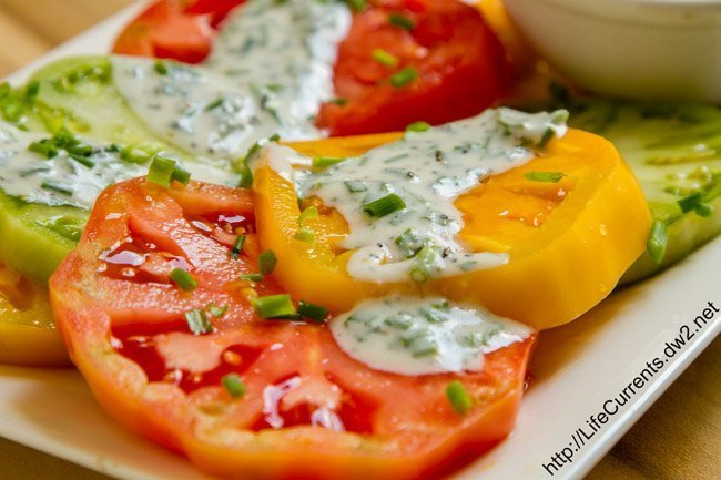 Skinny Buttermilk Ranch over Heirloom Tomato Salad by Life Currents, so delicious and so good for you https://lifecurrentsblog.com
