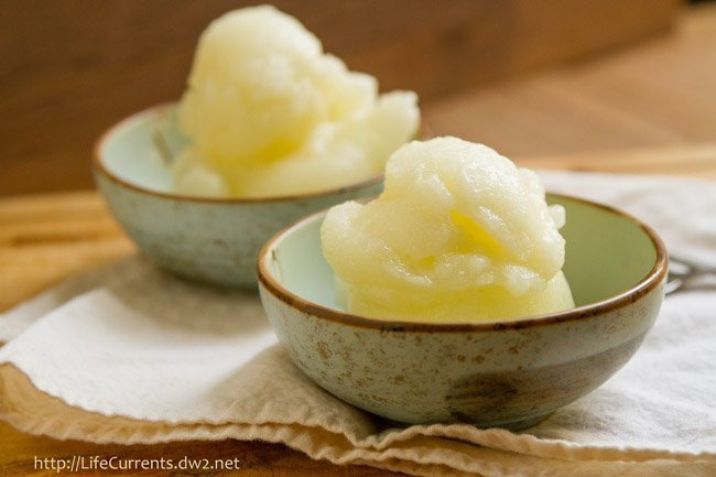 Mother's Day Desserts - This Sauvignon Blanc Sorbet is just the thing to cool you down. It's light and refreshing. It's filled with flavor but won't weigh you down. by Life Currents https://lifecurrentsblog.com