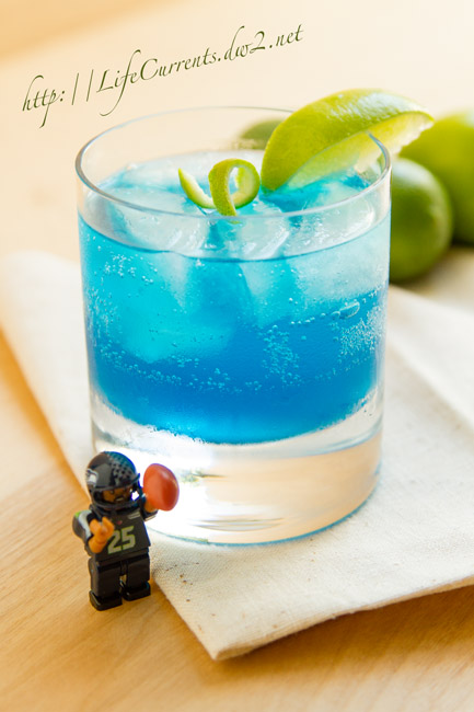 Seahawks Breeze Cocktail in celebration of the start of the 2015 NFL football season! from Life Currents https://lifecurrentsblog.com