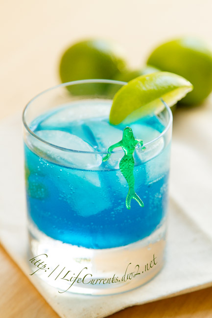 Seahawks Breeze Cocktail in celebration of the start of the 2015 NFL football season! from Life Currents