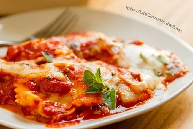 Ravioli Lasagna is the perfect weeknight dinner! Spoiler alert! You don't even have to boil the ravioli! https://lifecurrentsblog.com