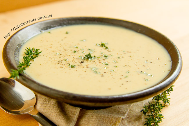 Caramelized Onion Roasted Garlic Bisque: This is one of our favorite soups around my house. It's warm and comforting, especially on those cold winter nights. It's rich and creamy. It's filled with veggies. It's fairly light on calories for the flavor punch that it packs. https://lifecurrentsblog.com/