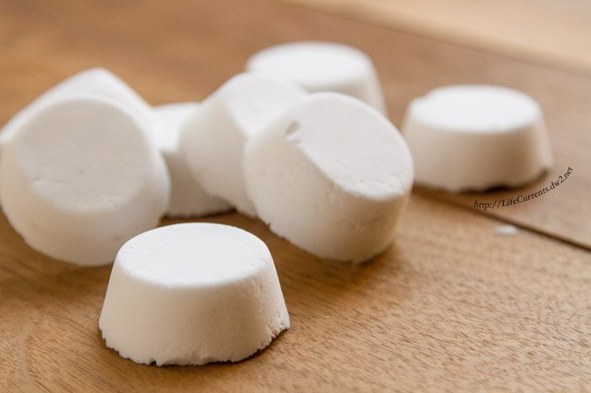 Peppermint Shower Bombs help open the sinus, and clear the mind. Great for when you need a little pick-me-up