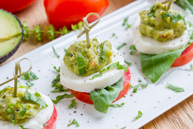 Guacamole Caprese Bites using GOODFOODS Tableside Chunky Guacamole is a great appetizer that's super easy to make and all of your guests will love it!