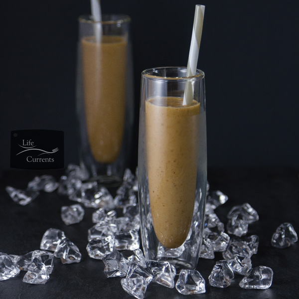 Vanilla Date Coffee Smoothie - Anytime you can get a smoothie to taste like a milkshake without packing in refined sugar, it's a win.