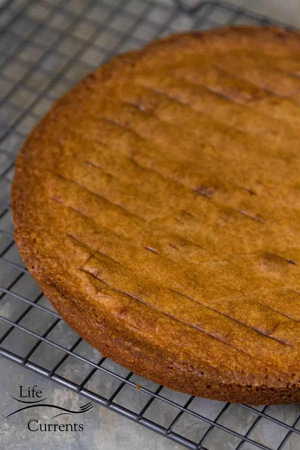 Almond Cake {with a gluten-free option} It takes just few minutes to whip up this recipe.