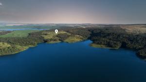 Gusttavo Lima se encanta com Lago Corumbá
