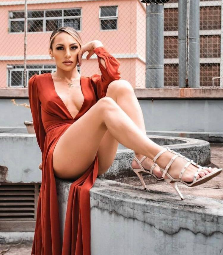 Influencer Mylena Vanucci reflete cores do orgulho de ser quem é