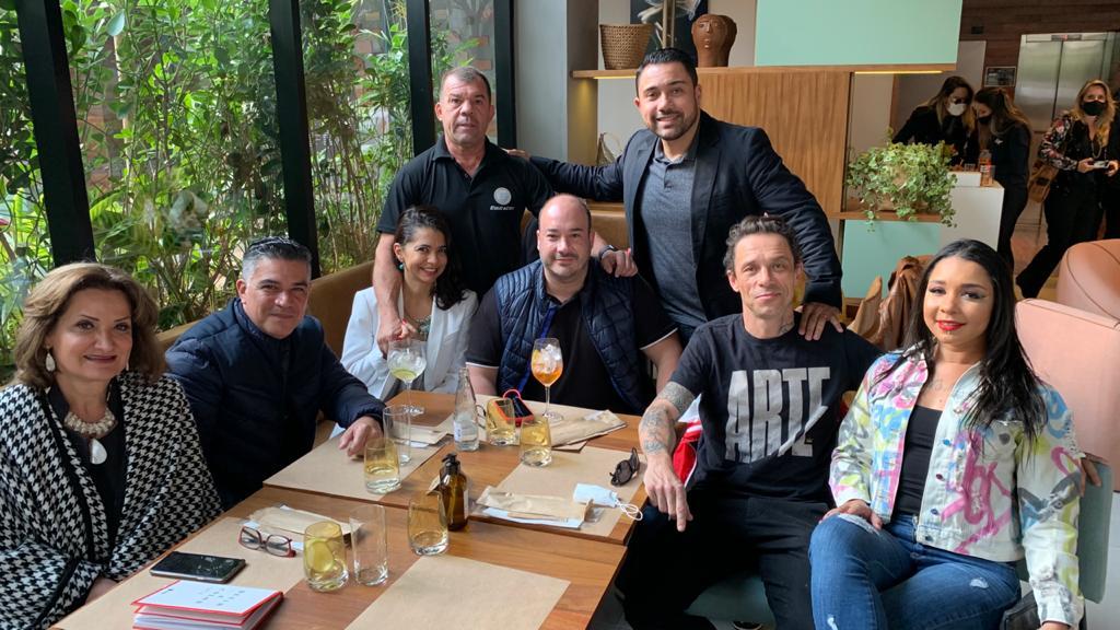 Luis Maida celebra seu aniversário em almoço com amigos