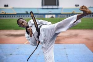 Atleta refugiado burundiano do taekwondo alcança seu sonho nos Jogos Paralímpicos Tóquio 2020
