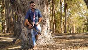 Cantor Sertanejo Alex Almeida lança single na Califórnia