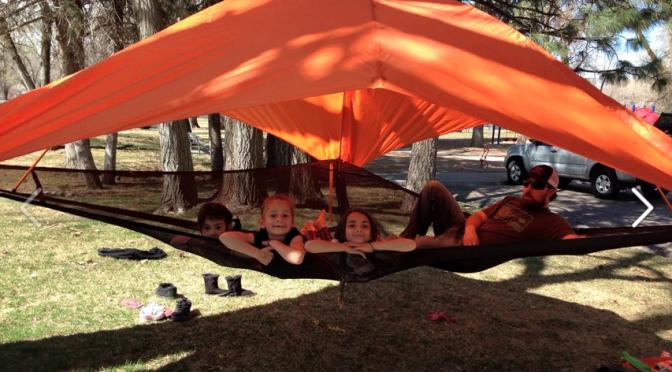ハンモックとテントが合体すると【ツリーテント】に!?ぶっ飛んだイギリスのテントブランド【TENTSILE】!